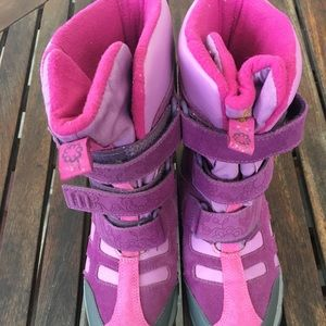 NWOB/ Merrell kids snow boots/ SZ 4.5( big kids)